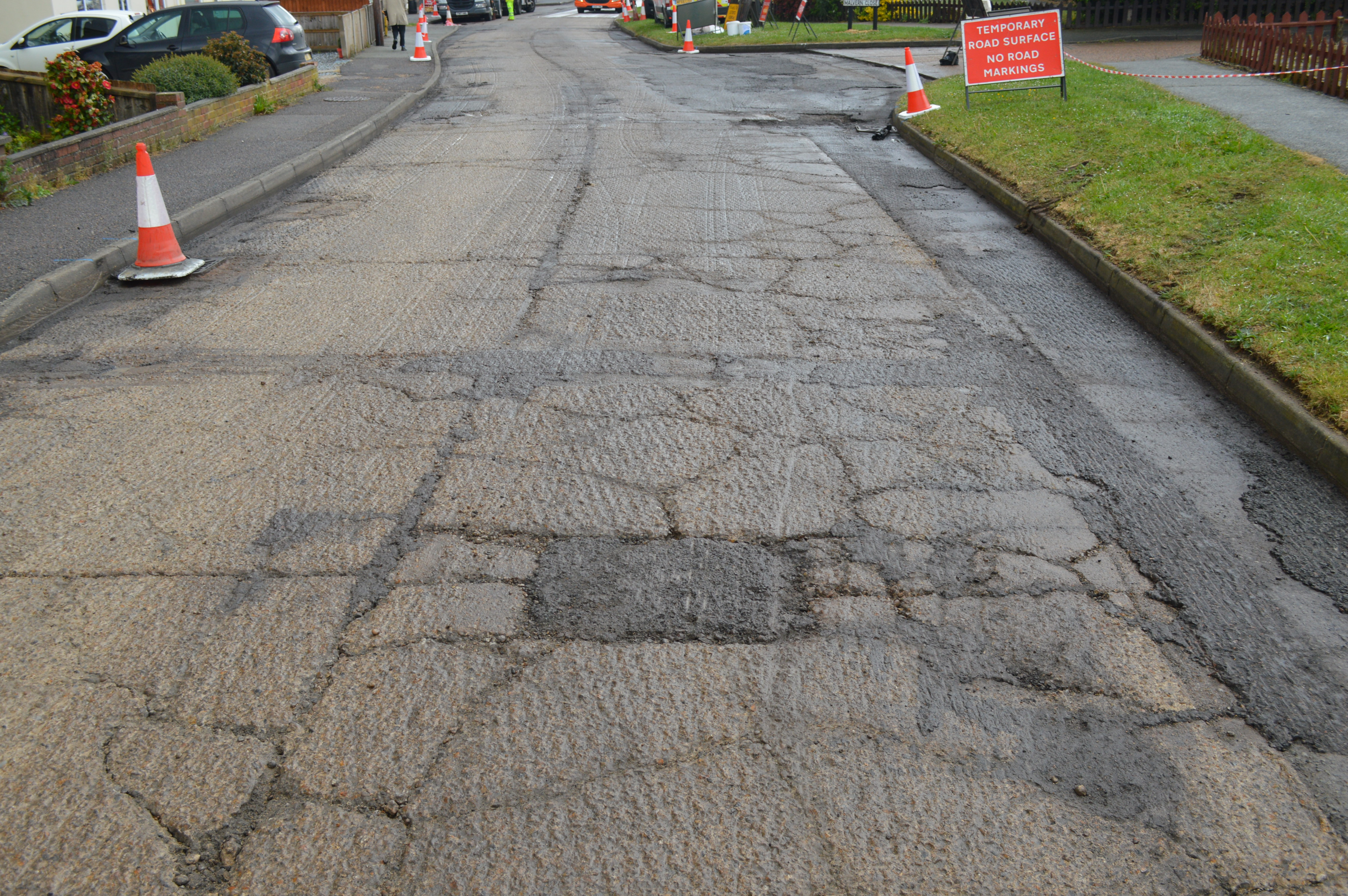 What are the types of cracking in roads?